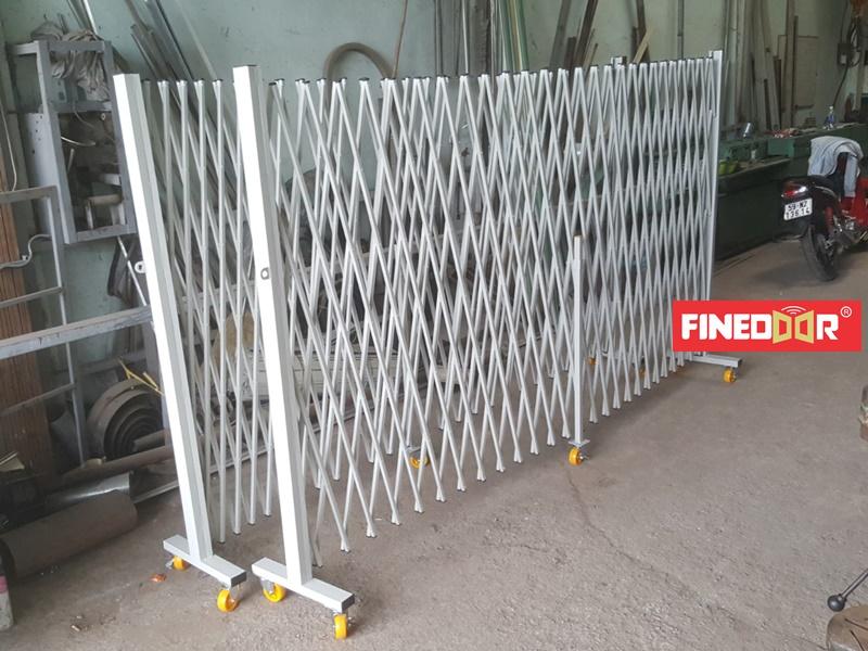 Hàng rào xếp di động kéo tay