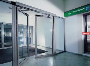 Hướng dẫn vệ sinh cửa tự động đúng cách và hợp lý