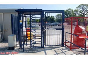 Automatic opening gate 1 wing